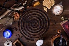 Café de la mañana con las galletas belgas en la tabla antigua Desayuno Imagen de archivo