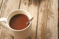 Café de la mañana en la tabla de madera imagen de archivo libre de regalías