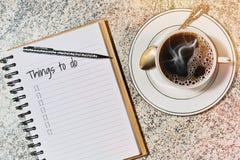 Café de la mañana y hacer la lista Fotos de archivo libres de regalías