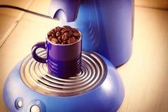 Café de la taza de la máquina de café express Fotos de archivo