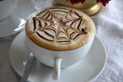 Café de la taza del capuchino Imagenes de archivo