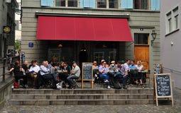 Café de la terraza en Zurich fotos de archivo