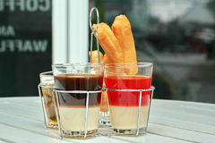 Café de lait et thé et Patongko traditionnels thaïlandais de lait Photographie stock