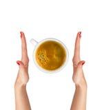 Café de Latte avec des mains de symbole et de femme de coeur d'isolement sur le blanc photographie stock