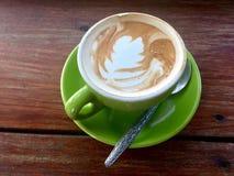 Café de Latte Table en bois photos stock