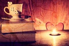 Café de livre de jour du ` s de Valentine Images libres de droits