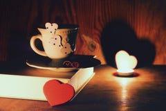 Café de livre de jour du ` s de Valentine Photographie stock libre de droits
