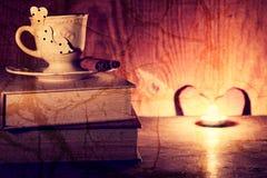 Café de livre de jour du ` s de Valentine Photographie stock