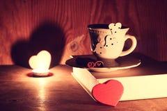 Café de livre de jour de Valentine s Photos libres de droits