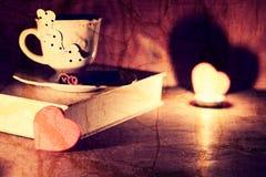 Café de livre de jour de Valentine s Photo stock