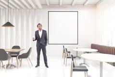 Café de madeira branco, cartaz, homem Imagem de Stock