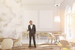 Café de marbre de luxe, deux affiches, homme Images stock