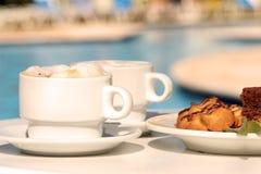Café de matin avec des biscuits photographie stock libre de droits