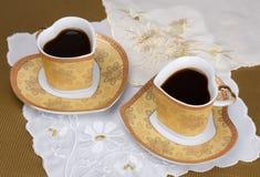 Café de matin dans des cuvettes de porcelaine Photos stock