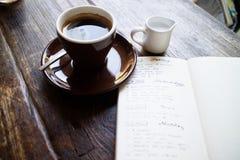 Café de matin et planification de mon jour Photos stock