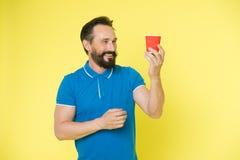 Café de matin Hippie caucasien brutal avec la moustache Hippie mûr avec la barbe Homme barbu Soin masculin de coiffeur heureux image stock