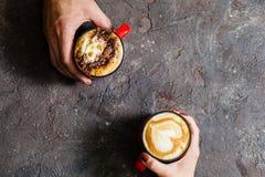 Café de matin pour des couples dans l'amour Photo libre de droits