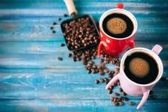 Café de matin pour des couples dans l'amour Vue supérieure Photos stock