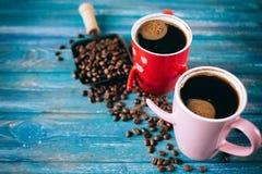 Café de matin pour des couples dans l'amour Vue supérieure Images stock