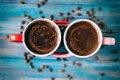 Café de matin pour des couples dans l'amour Vue supérieure Photo stock