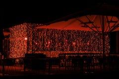 Café de nuit avec l'illumination élégante photos stock