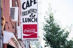 Café de petit déjeuner et de déjeuner avec la bannière de coca-cola photo libre de droits