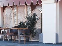 Café de rue avec la bannière vide de remontée pyramidale rendu 3d Photos libres de droits
