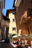 Café de rue dans la vieille ville Photographie stock libre de droits