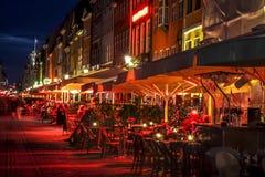 Café de rue de Copenhague de nuit Photographie stock