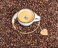 Café de tasse avec le coeur de papier Concept d'amour Photos libres de droits