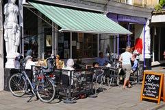 Café de trottoir, Cheltenham photo stock