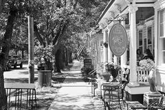 Café de trottoir, Main Street, banlieue noire de Cranbury, NJ Photographie stock libre de droits