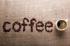 CAFÉ de Word des grains de café Photographie stock libre de droits