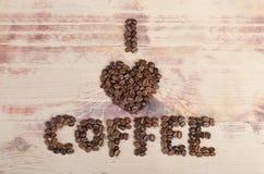 Café del amor de la inscripción I de habas en la madera Fotografía de archivo libre de regalías