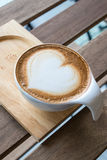 Café del arte del Latte con la taza Fotos de archivo