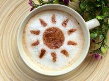 Café del arte del Latte en diseño del sol fotografía de archivo