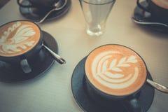 Café del arte del Latte para el fondo cambiante de la mañana Imagenes de archivo