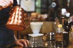 Café del brebaje de Barista Fotos de archivo libres de regalías
