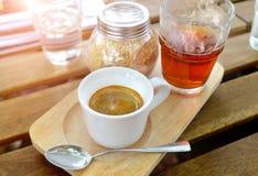 Café del café express en pequeña taza del tiro Imágenes de archivo libres de regalías