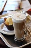 Café del café - Latte en un vidrio imágenes de archivo libres de regalías