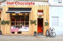 Café del chocolate caliente en la presa en el centro de ciudad de Amsterdam Fotografía de archivo libre de regalías