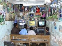 Café del Internet en Yemen Fotos de archivo libres de regalías