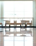 Café dell'interno luminoso di svago Fotografie Stock Libere da Diritti