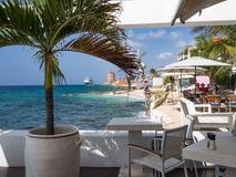 Café do beira-mar - assentos imagens de stock royalty free