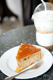 Café do bolo da manteiga e de gelo do capuchino Fotos de Stock