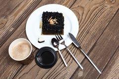 Café do café com o bolo da brownie do chocolate Imagens de Stock Royalty Free