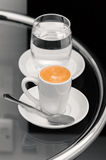 Café do café e vidro da água na tabela superior Foto de Stock Royalty Free