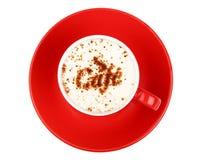 Café do cappuccino no copo vermelho isolado no branco Fotografia de Stock