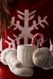 Café do inverno com um bastão de doces imagens de stock