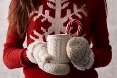Café do inverno com um bastão de doces fotos de stock royalty free
